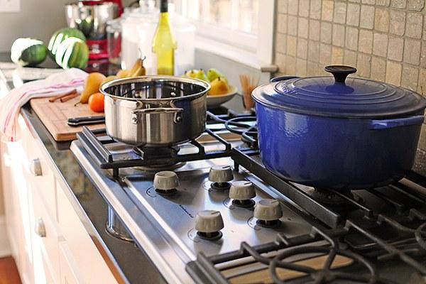 Có thể sử dụng nhiều loại đồ dùng chất liệu khác nhau với bếp gas