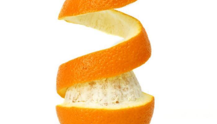 Đốt vỏ cam khô đặt trong phòng kín giúp đuổi muỗi hiệu quả