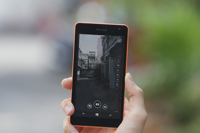 Chênh lệch tới 1.5 triệu đồng nhưng liệu Lumia 535 có khiến Lumia 730 'mất khách'?
