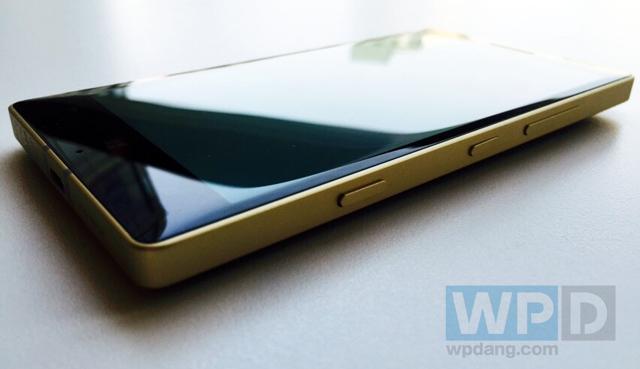 Cận cảnh chiếc Lumia 930 đặc biệt vừa bán ra thị trường 6