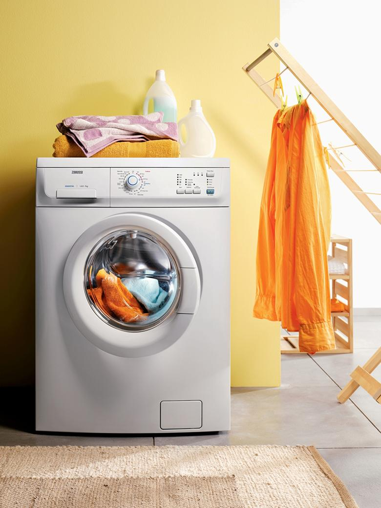 Thông thường cửa máy giặt Electrolux điều được làm trong suốt