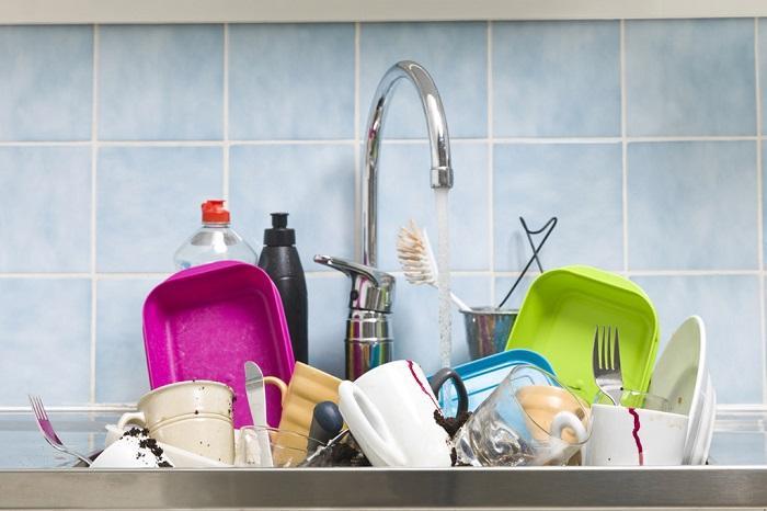 Không ngâm máy xay sinh tố để rửa cùng chén bát