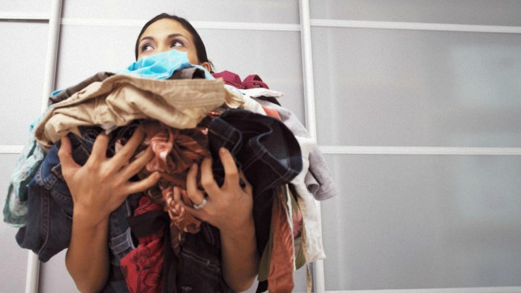 Cho quá nhiều quần áo vào máy giặt