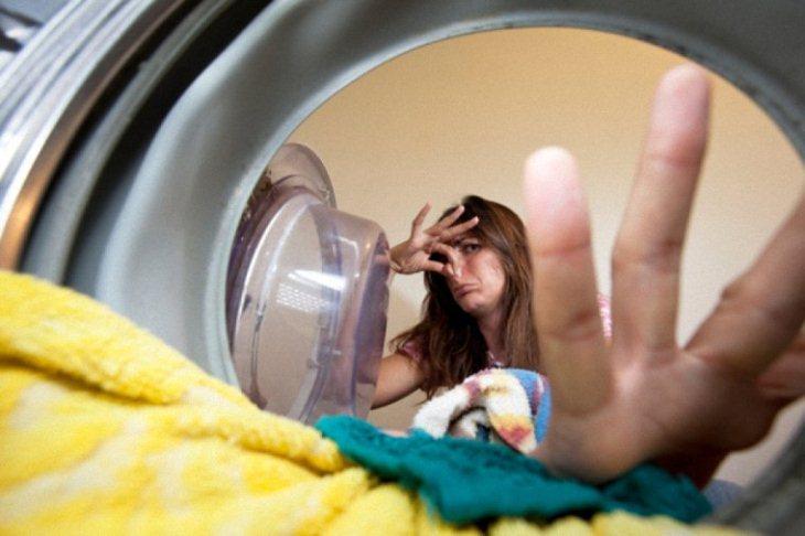 Mùi hôi từ máy giặt gây khó chịu cho người dùng
