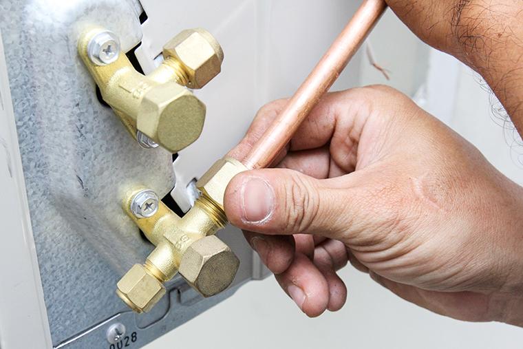Đấu nối dây dồng và giàn nóng máy lạnh