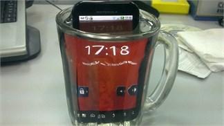 6 smartphone 2015 có khả năng 'nghịch nước vô đối', thỏa sức phượt ngày mưa!