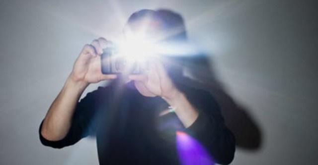 không nên lạm dụng chụp flash