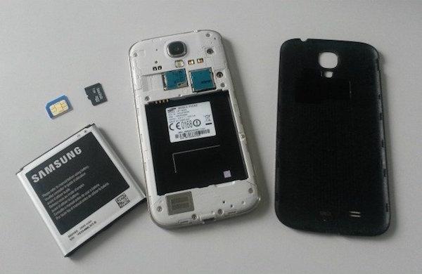 Tháo microSD, thẻ SIM, cũng như pin