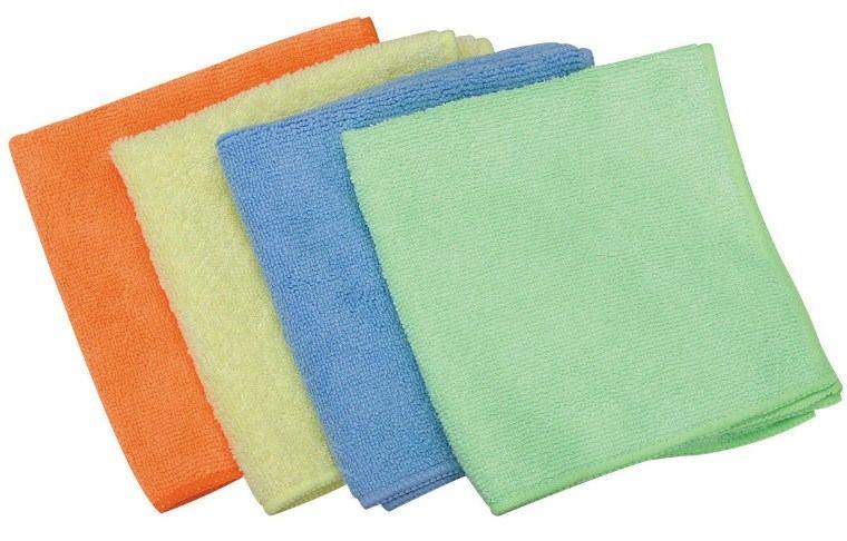 Dùng vải mềm để vệ sinh bình nóng lạnh