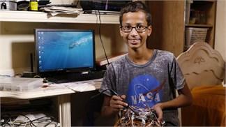 Cậu bé từng bị tình nghi mang bom đến trường bất ngờ đòi bồi thường!