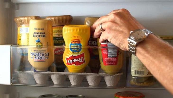 Những chai gia vị đặc như tương ớt, tương cà hay Mayonnaise Lisa đều trở nên khó sử dụng hơn khi chúng gần hếtNhững chai gia vị đặc như tương ớt, tương cà hay Mayonnaise Lisa đều trở nên khó sử dụng hơn khi chúng gần hết