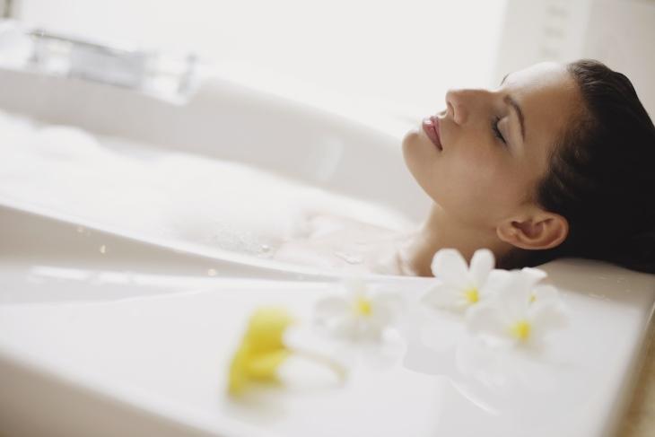 Những lợi ích của việc tắm nước nóng.