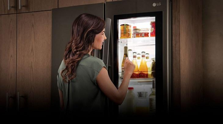 Tủ lạnh LG Smart InstaView Door-in-Door giúp người dùng vừa làm bếp, vừa thư giãn