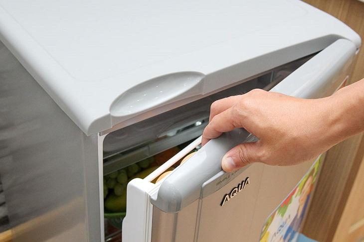 Kiểm tra gioăng cao su của tủ lạnh mini cũ