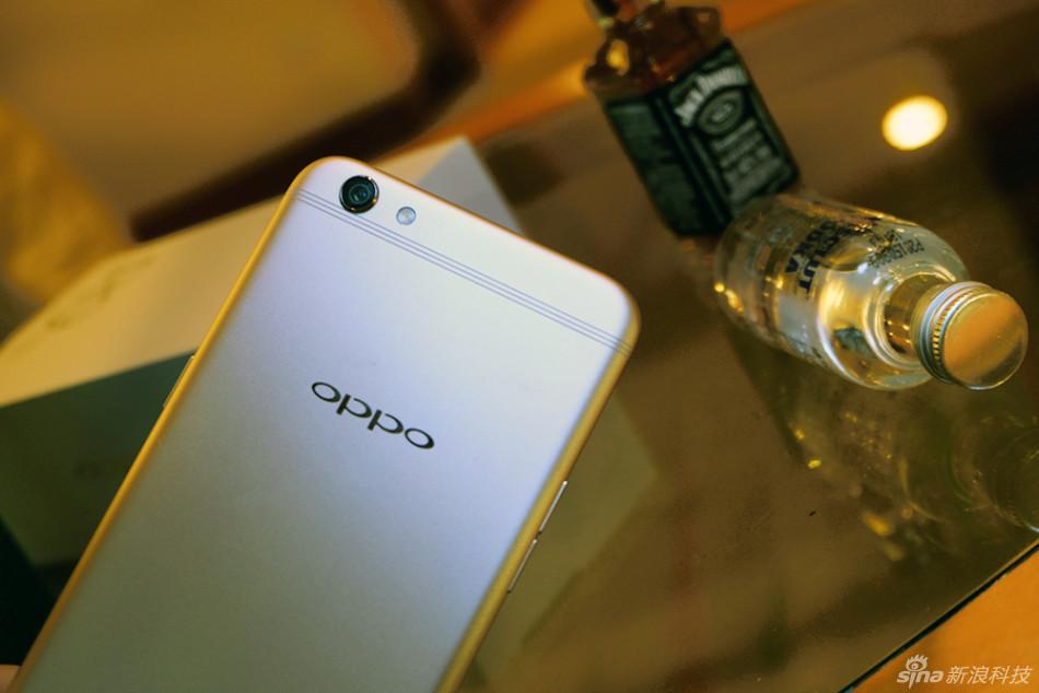 Cận cảnh OPPO R9s camera 16/16MP, dải ăng ten mới