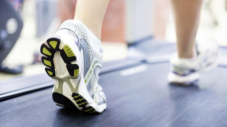 Vận động cơ thể giúp da bạn tươi trẻ hơn, giảm tác động khô da từ điều hòa