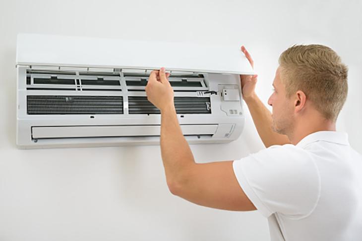 Khi cục nóng máy lạnh chảy nước?