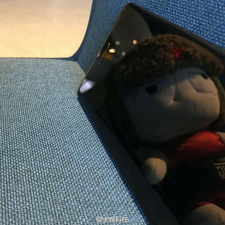 Xiaomi Mi MIX Nano tiếp tục xuất hiện ngoài đời thực