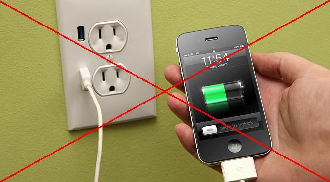 Không sử dụng điện thoại khi sạc