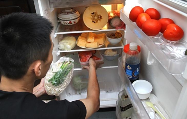 Vì sao không nên để rau đã nấu chín trong tủ lạnh?