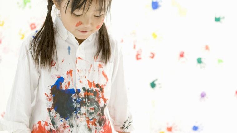 Giặt bằng nước nóng giúp tẩy sạch vết bẩn trên quần áo