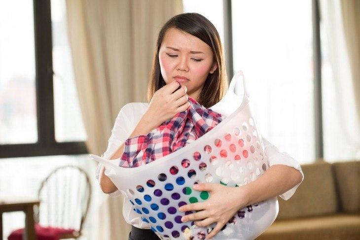 Mùi của máy giặt sẽ bám vào quần áo