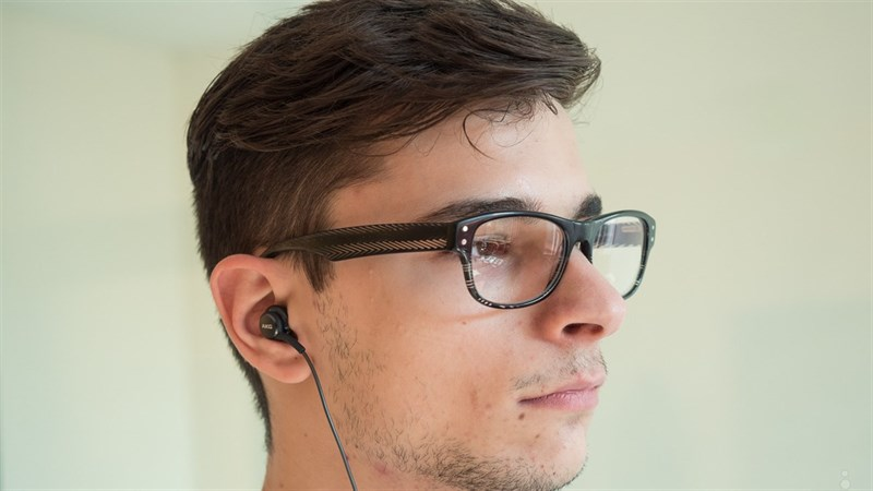 Đánh giá tai nghe kèm theo Galaxy S8: Vẫn chưa như mong đợi