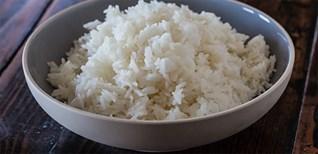 Cách nấu cơm không bị thiu khi để lâu trong mùa nóng