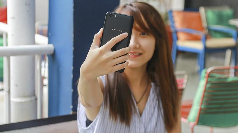 Mở hộp và trên tay OPPO A71: Đẹp như iPhone 7, 3GB RAM, Android 7.1, dưới 5 triệu
