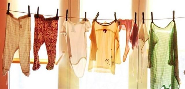 4 mẹo chống ẩm mốc cho quần áo vào mùa mưa hiệu quả