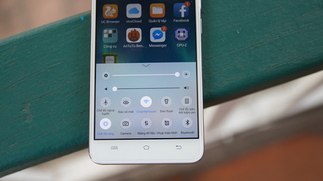 Cụm phím điều hướng cơ bản của Android bên ngoài màn hình