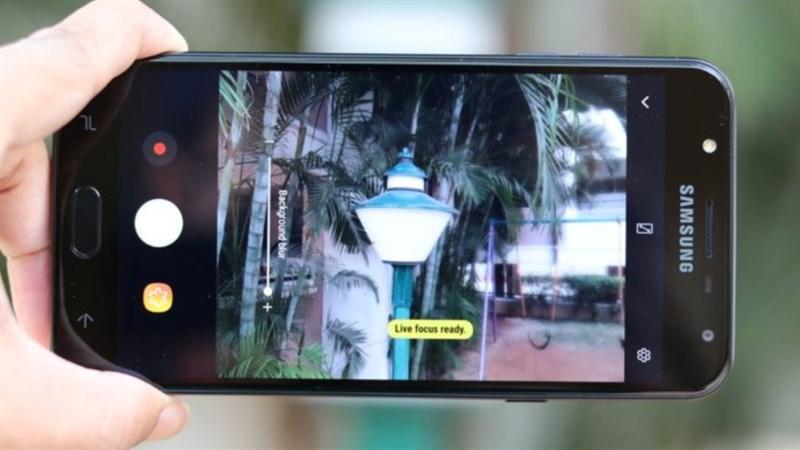Giao diện chụp ảnh của Samsung Galaxy J7 Duo dễ sử dụng
