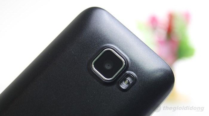 Q-mobile Q320 chụp hình và quay phim với camera VGA