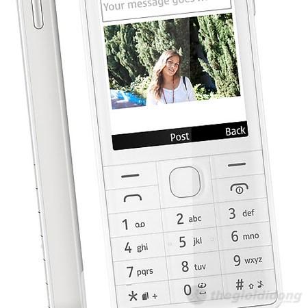 Bàn phím trên Nokia 515 to dễ dàng sử dụng