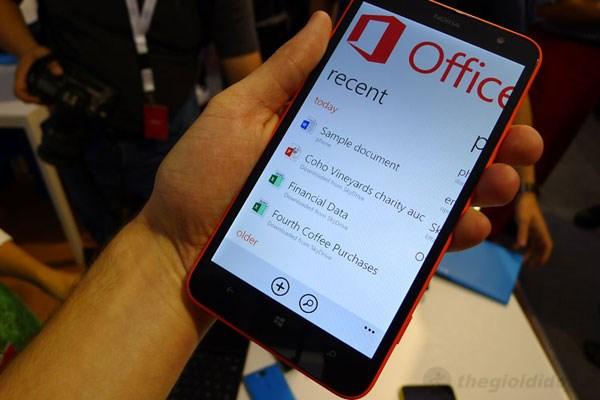 Màn hình lớn giúp bạn trải nghiệm thoải mái hơn với Lumia 1320