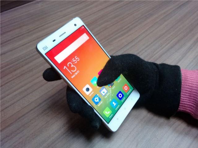 Công nghệ kính Corning Concore Glass giúp bảo vệ tốt cho màn hình vừa cho phép bạn thao tác tốt kể cả sử dụng găng tay