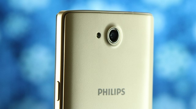 Camera sau 5.0 MP được bảo vệ bởi một vòng kim loại