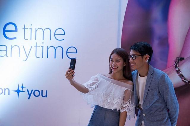 Philips S358 nhấn mạnh khả năng chụp ảnh Selfie
