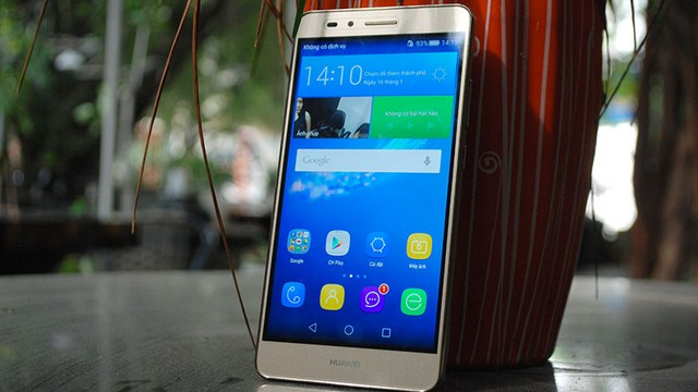 Màn hình kích thước 5.5 inch, sử dụng công nghệ màn hình IPS LCD