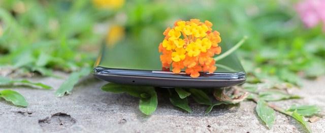 Độ mỏng đẹp mắt của LG K10, viền màn cong tạo sự liền mạch giữa màn hình và cạnh viền, giúp bạn dễ cầm nắm hơn, độ mỏng đẹp mắt của LG K10