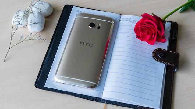 Mặt lưng của HTC 10 với đường cắt vát lạ mắt, bắt sáng khá đẹp