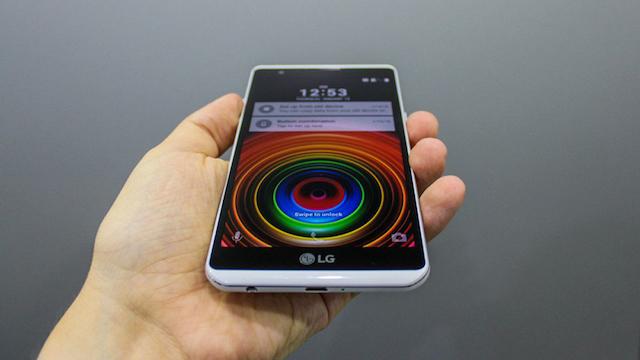 LG X Power - Sản phẩm có bộ nhớ trong 16 GB và có thể nâng cấp thêm bằng nhẻ nhớ ngoài