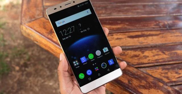 Thiết kế khá lớn cho một chiếc smartphone