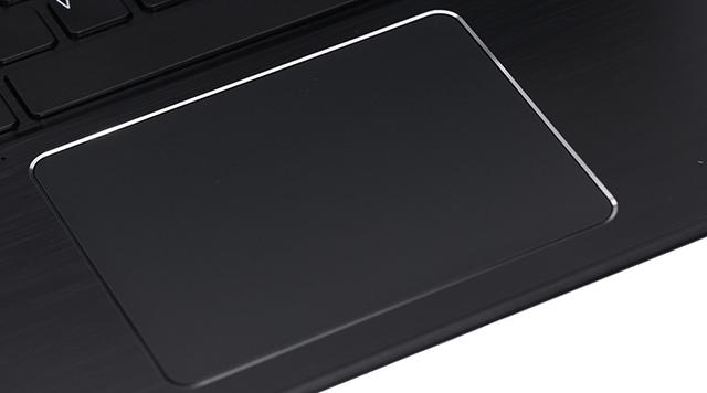 Touchpad được thiết kế lớn