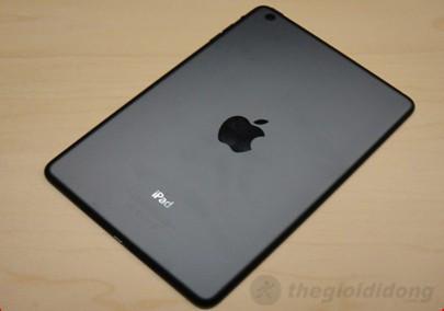 Mặt lưng iPad Mini cũng tương tự như iPhone 5 do máy cũng sỡ hữu thiết kế nguyên khối