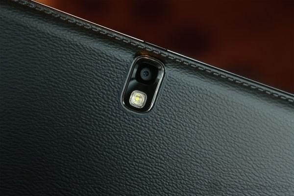 Camera chụp thiếu sáng tốt nhờ hỗ trợ thêm đèn LED ở mặt sau Note 10.1