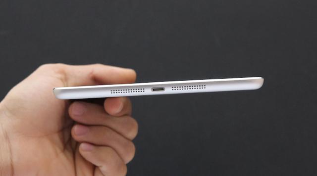 Máy có độ mỏng tốt 7.5 mm dễ dàng cầm tay
