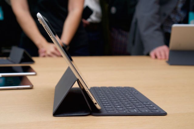 Hay smart keyboard Apple rất tiện dụng