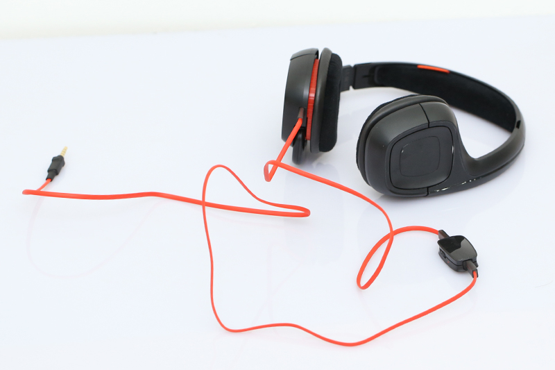 Tai nghe chụp tai Plantronics Gamecom 318 - Thiết kế mềm mại, cách âm tốt, thoải mái khi đeo
