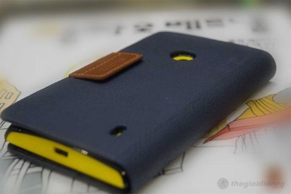 Ốp lứng Lumia 520 - Gọn gàng như một cuốn sổ tay